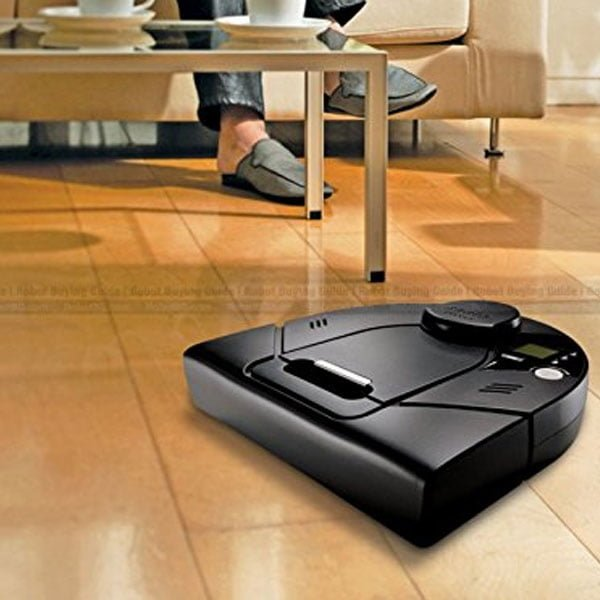 Neato-Robotics-XV-Signature-parquet